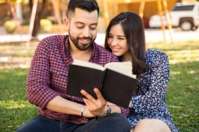 Hispanic Couple Reading_253450447