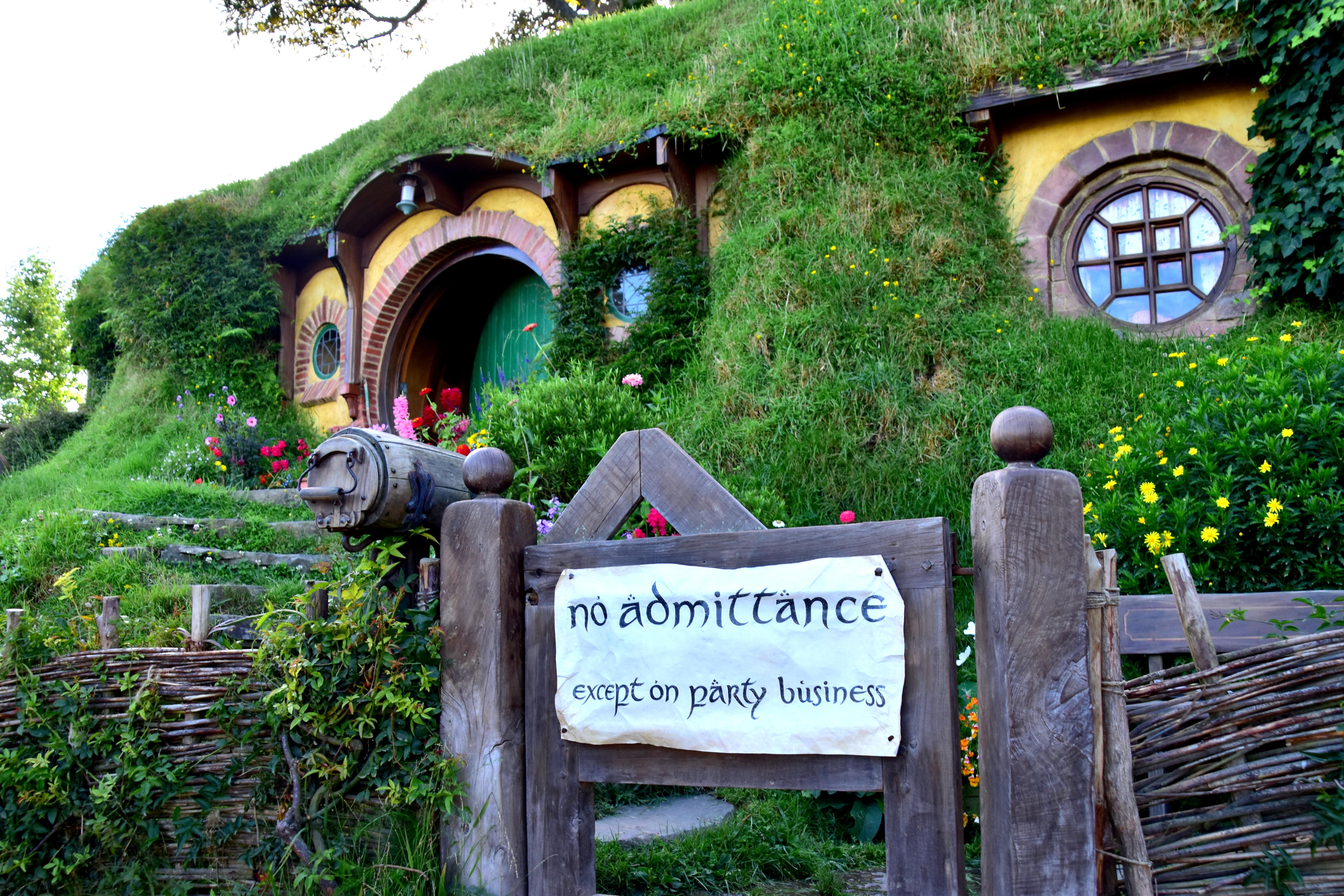 Hobbit hole _1033505074