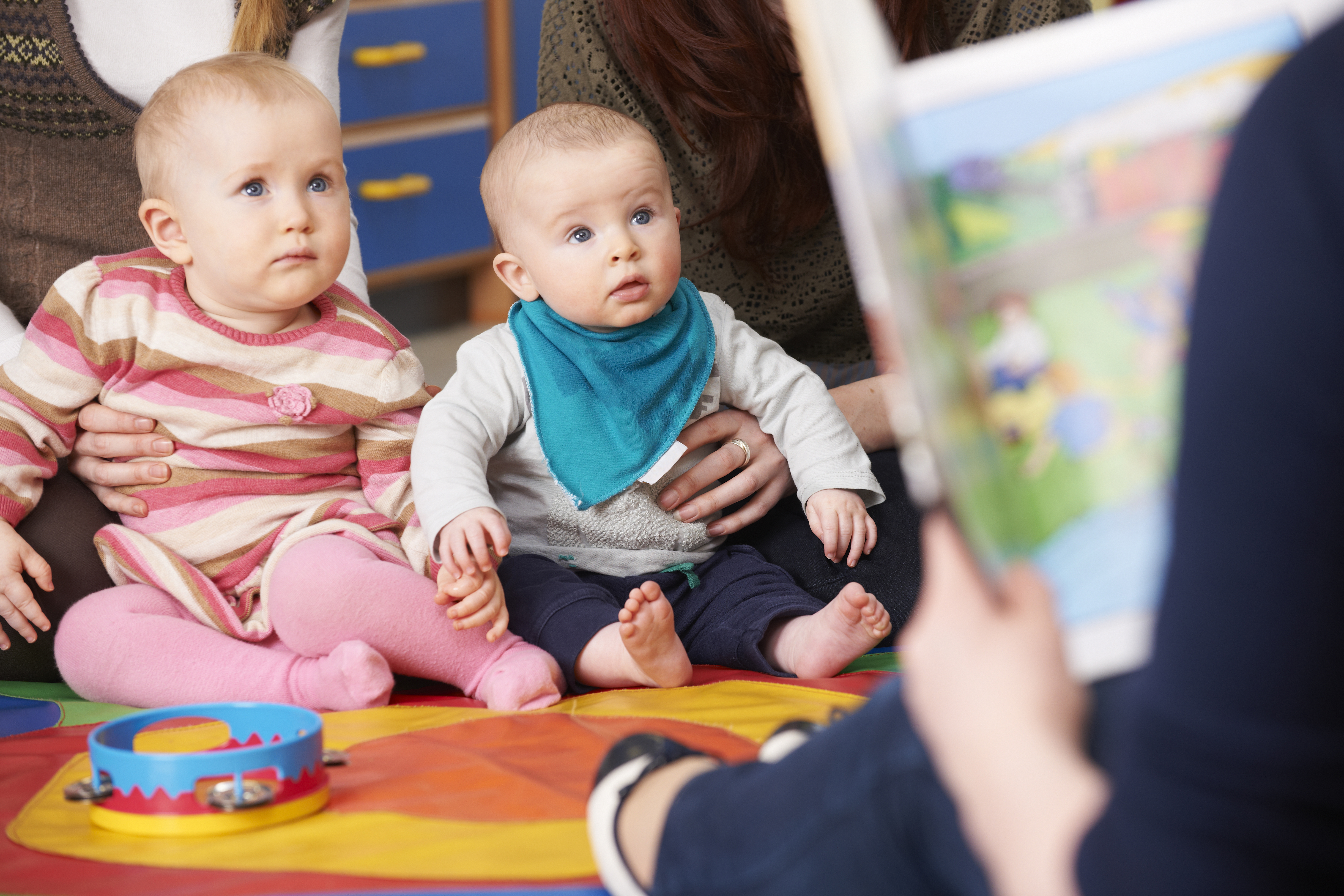 Reading to Babies_341582651