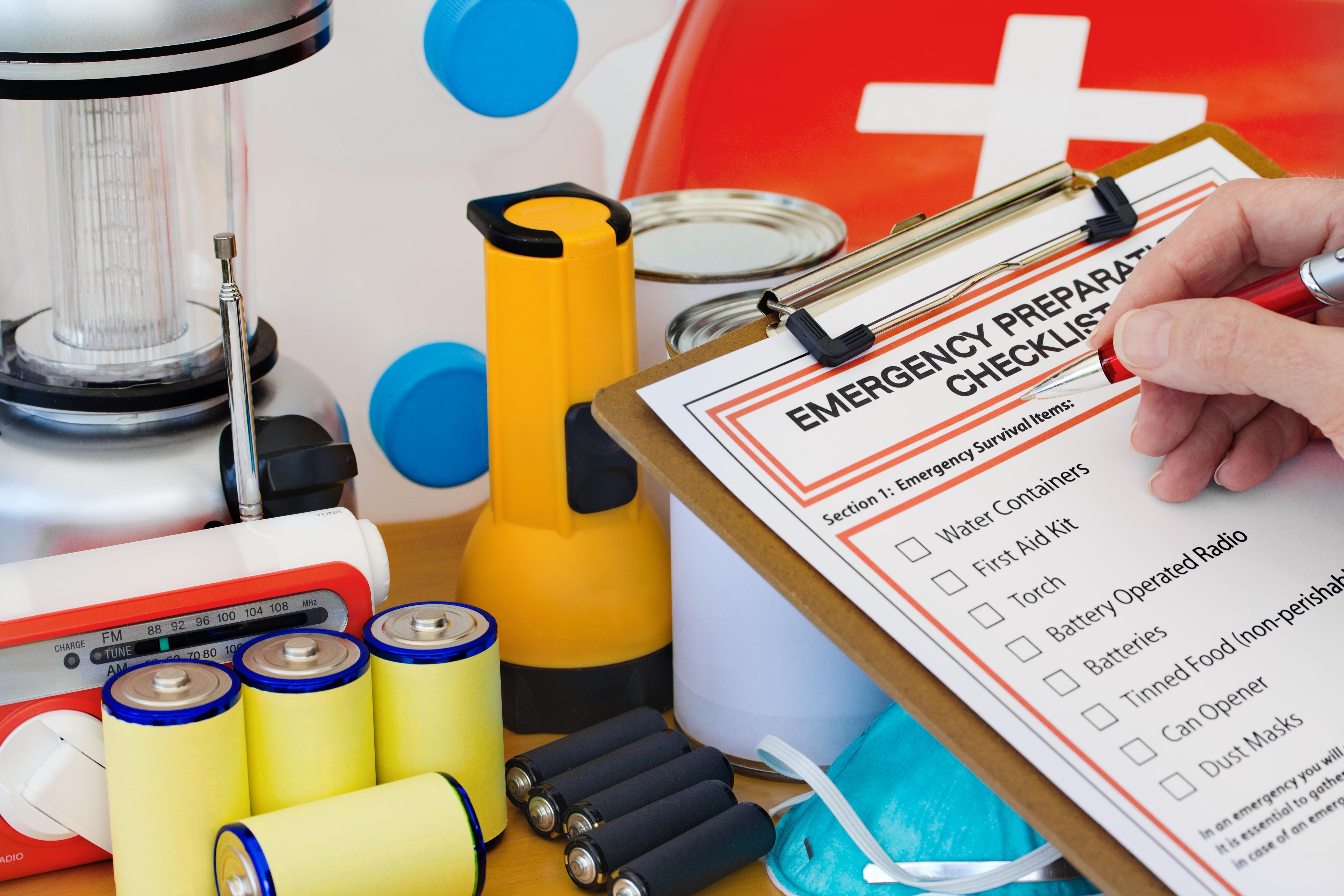 emergency kit_101441059