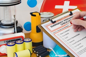 emergency kit_101441059