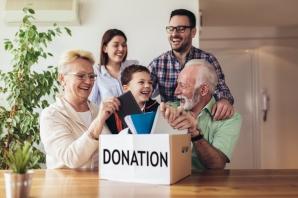 Family Donating_1332264656